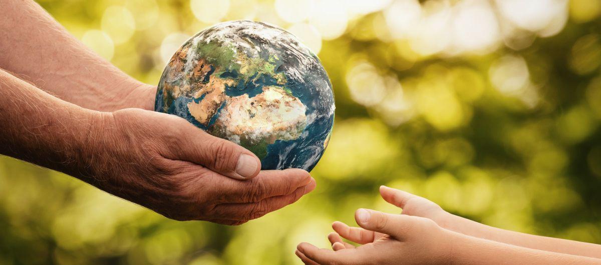 """« Nous devons considérer la terre en tant qu'être vivant à part entière. Par son histoire, chaque parcelle est unique et les """"menus chimiques"""" universels lui sont inadaptés. » MARCEL THÉBAULT"""